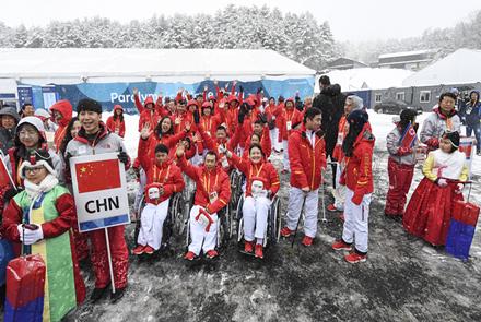 中国体育代表团平昌残奥村举行升旗仪式
