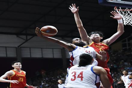 """中国男篮发挥团队优势首战啃下""""硬..."""