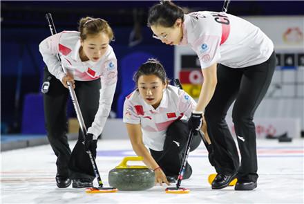 泛太平洋冰壶锦标赛中国男女队开局...