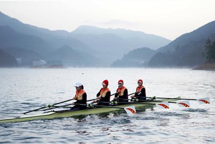 改练双桨 迎难而上 崔晓桐在竞争...
