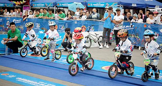 中国家庭自行车健康营创始站在成都...